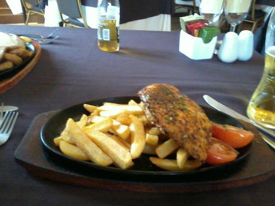 Hillside Hotel: Cajun chicken sizzling platter