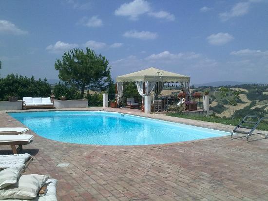 Il Casale Degli Incanti: La piscina panoramica