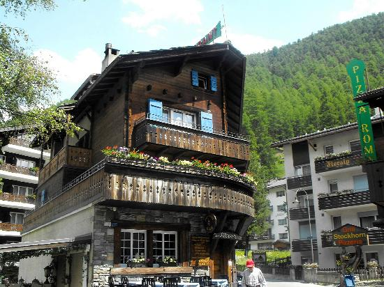 Hotel Stockhorn: Front of the hotel