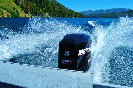 Redfish Outlet Lake: Fast boat