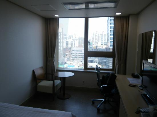 Hi Seoul Youth Hostel: a room with a (city) view