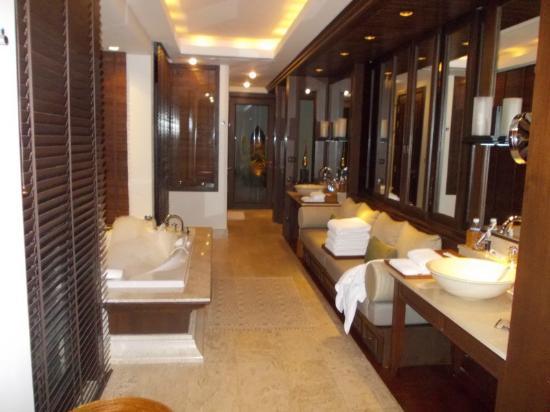 โรงแรมตรีสรา: Bathroom