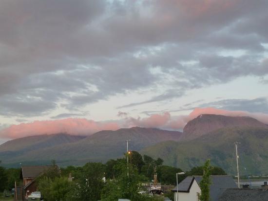 Snowgoose Mountain Centre: Ben Nevis al atardecer, desde el dormitorio