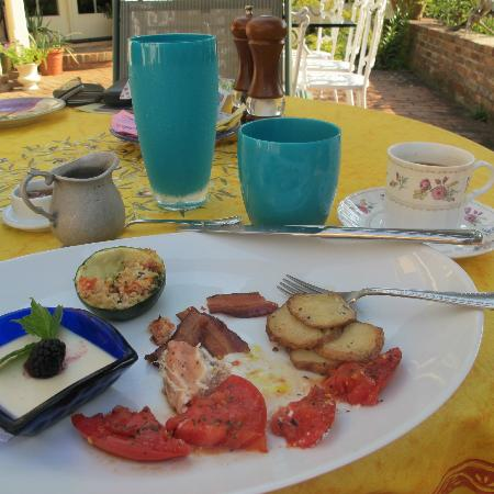 L'Auberge Provencale Bed and Breakfast: BREAKFAST - divine!