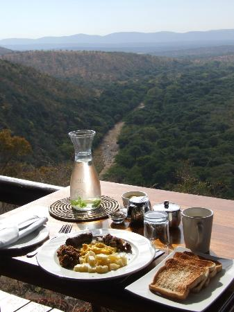 Leopard Mountain Safari Lodge: Breakfast with a view