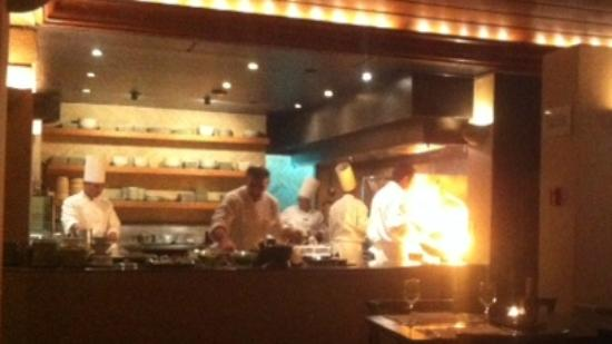 Anakena : Kitchen open and cooking something with flames