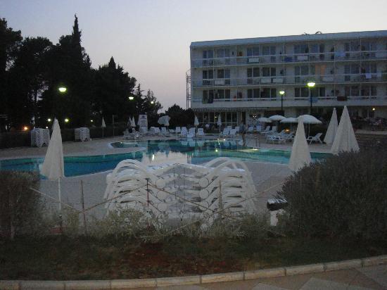 Aminess Laguna Hotel: Piscina/hotel