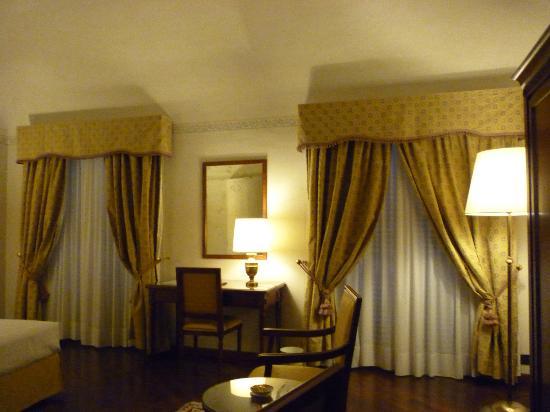 Albergo delle Notarie: more room...