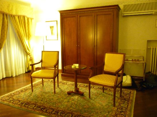 Albergo delle Notarie: Sitting area in room...