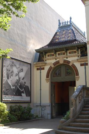 Institut & Musee Lumiere: Lumiere Museum Entrance