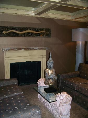 The Woodlands Inn: front Desk area