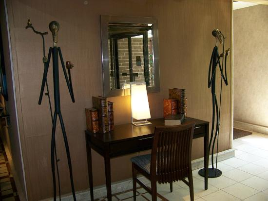 The Woodlands Inn: More artful decor at side entryway