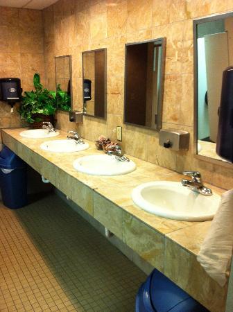 American RV Resort: Public restrooms