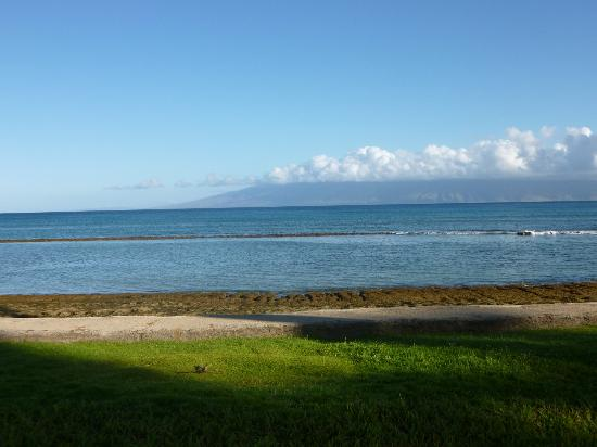 Paki Maui Resort: view from the grounds
