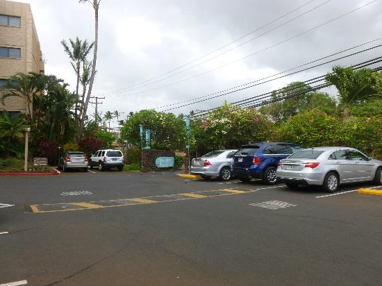 Paki Maui Resort: parking lot