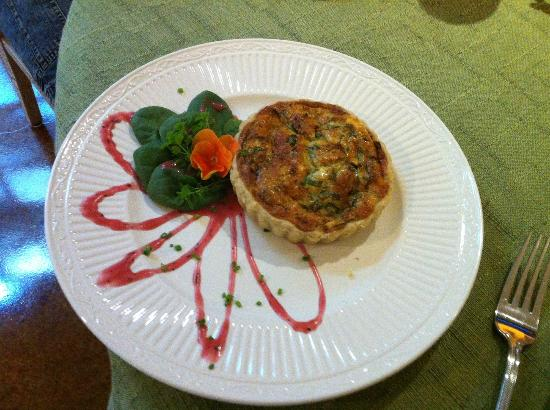 Hartzell House Bed and Breakfast: Breakfast- Spinach Quiche