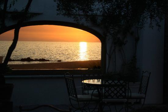 Hotel la Scogliera: panorama dal giardino
