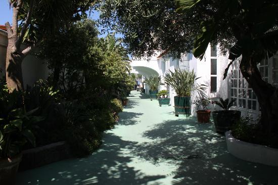 Hotel La Scogliera: viale