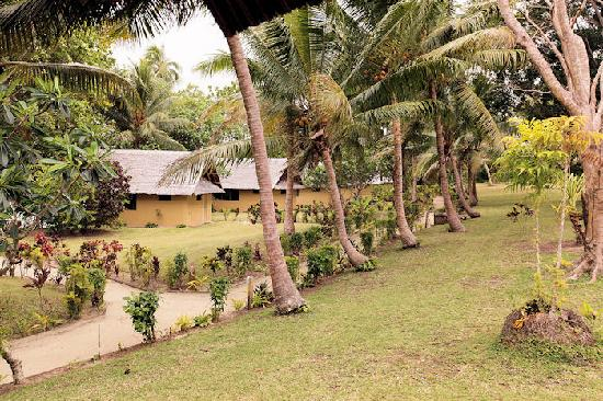 Aore Island Resort: Carefully manicured parkland