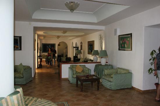 Hotel La Scogliera: salotto