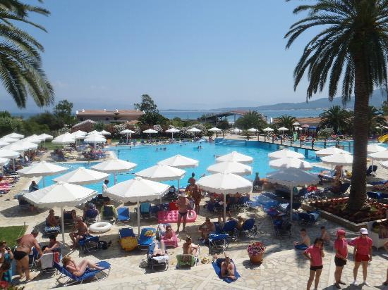 Roda Beach Resort & Spa: Hauptpool