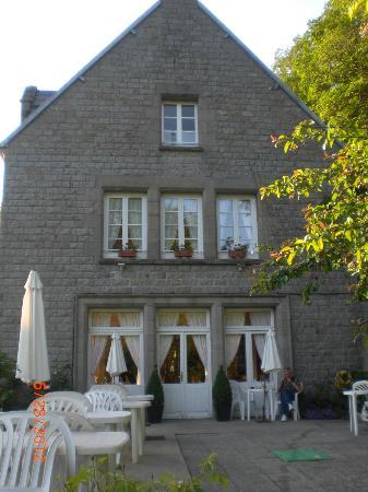 L'Auberge de l'Abbaye: Auberge de l'Abbaye, side view