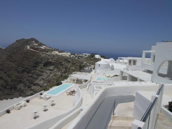 Rocabella Santorini Hotel & Spa: Lower pool