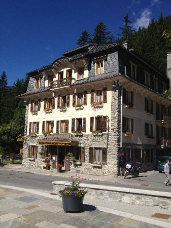 Hotel de La Couronne: The Hotel