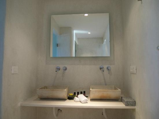 Rocabella Santorini Hotel & Spa: Bathroom