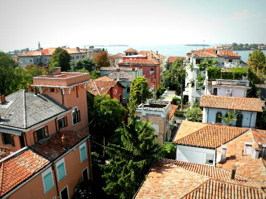 ‪هوتل فيلا ديل بالمي: View from the roof at the Villa Delle Palme in Lido, Venice