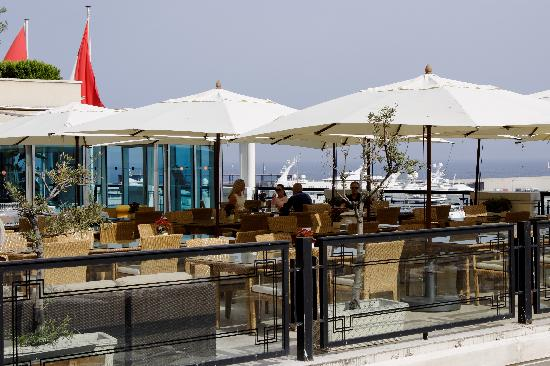 Roof terrace restaurant picture of restaurant mandarine for Terrace hotel restaurant