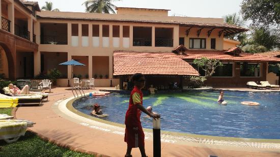 Lemon Tree Amarante Beach Resort Goa Pool With Sunken Bar