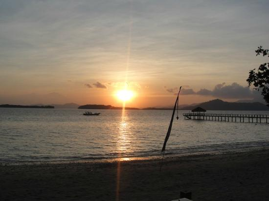 Cocotinos Sekotong, Boutique Beach Resort & Spa: Sunrise in SEkotong