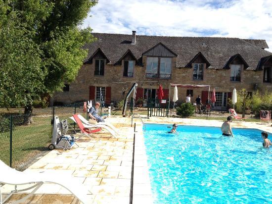 Auberge de Cartassac : Pool, terrace, hotel