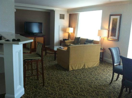 Grand Pequot Tower: the type of photo that Foxwoods should post on their site! Great living area setup