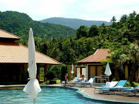 Candle Hut Resort: Pool
