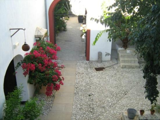Hacienda Minerva: Courtyard