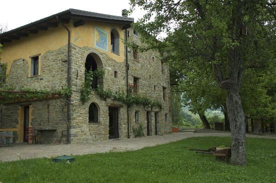 Agriturismo Fattoria Ca Di Sole: Stone house with 4 rental apartments