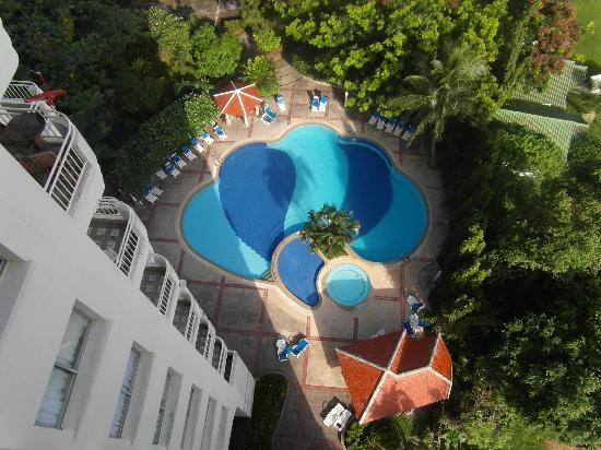 Waterfront Suites Phuket by Centara: Pool