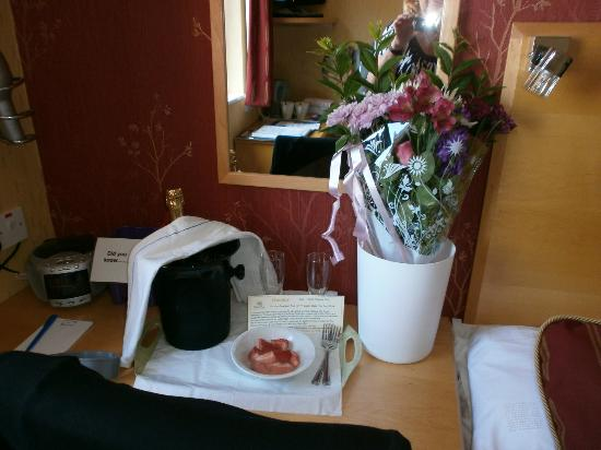 The Royal Bridlington: Flowers, champagne & strawberry treat!