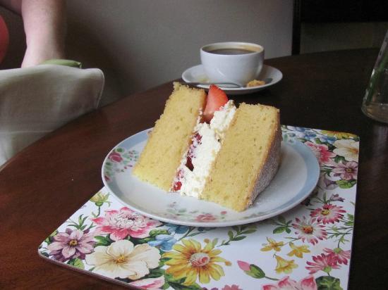 Bells' Tea and Coffee House: Victoria sponge