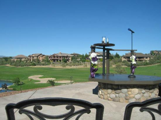 Prescott Lakes Golf & Country Club: Innovative altar built over their firepit!