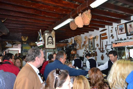 Crowd but they are happy fotograf a de casa bigote sanl car de barrameda tripadvisor - Casa bigote sanlucar ...
