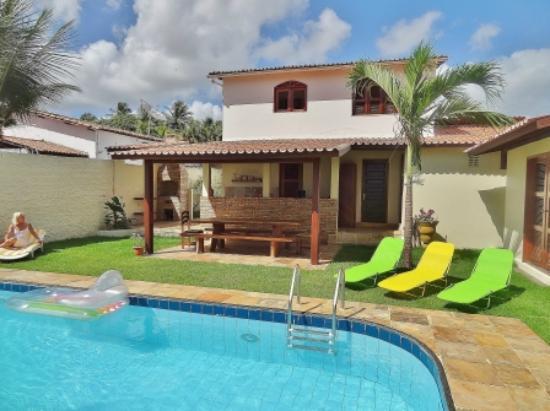 Paracuru, CE: area de piscina e casa