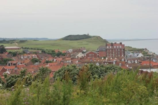 MYRTLE HOUSE BED & BREAKFAST: View of Sheringham from the Coastal Path behind the B&B