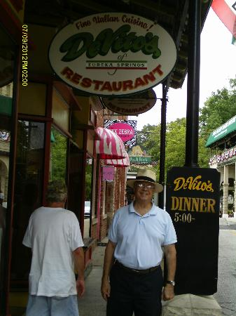 DeVito's of Eureka Springs: Out Front