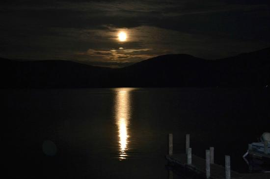 Candlelight Cottages LLC on Lake George: Moonlight over the lake