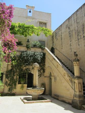 Casa-museo storico Palazzo Falson: Courtyard