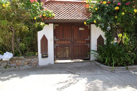 Shiva Samui: Front gate of our villa