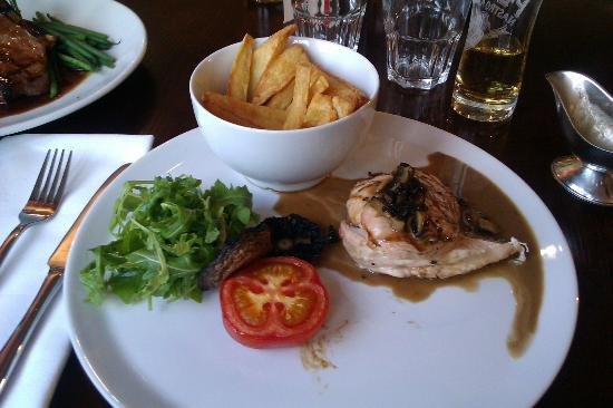 The Oak Tree Inn, Helperby: Chicken & Mushroom Sauce